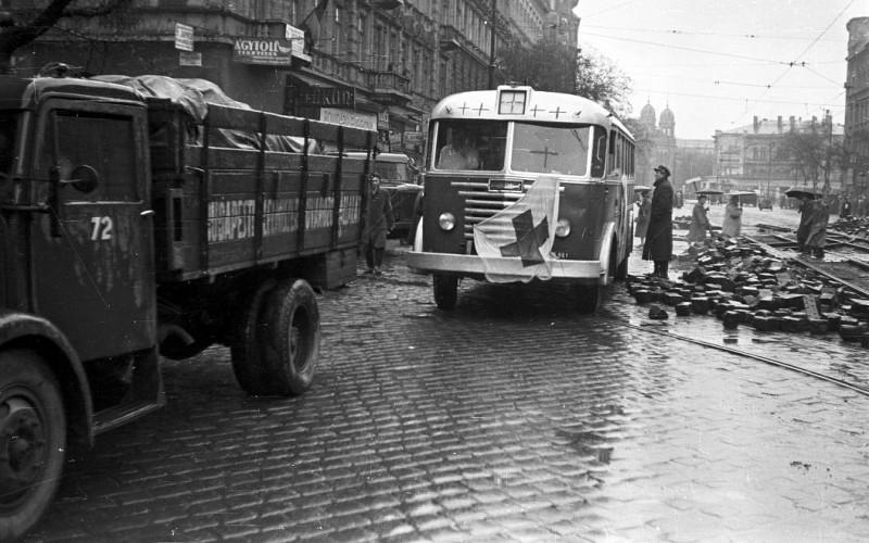 1956. Magyarország, Budapest V. Szent István körút a Visegrádi utcától a Nyugati (Marx) tér felé nézve.