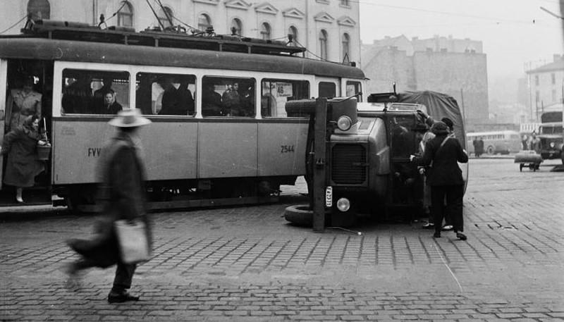 1960. Magyarország, Budapest II. Széna tér a Retek utca és a Lövőház utca torkolata felé nézve.