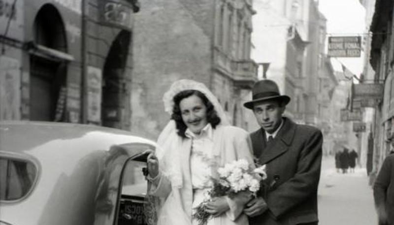 1948. Magyarország, Budapest VII. Dob utca a Kazinczy utca felől a Klauzál tér felé nézve.