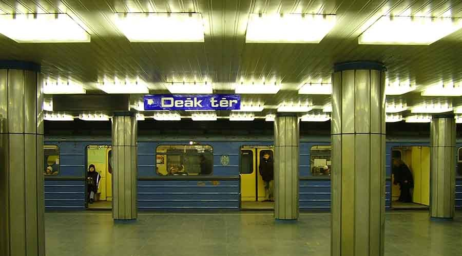 Deák_Ferenc_square,_Budapest_metro