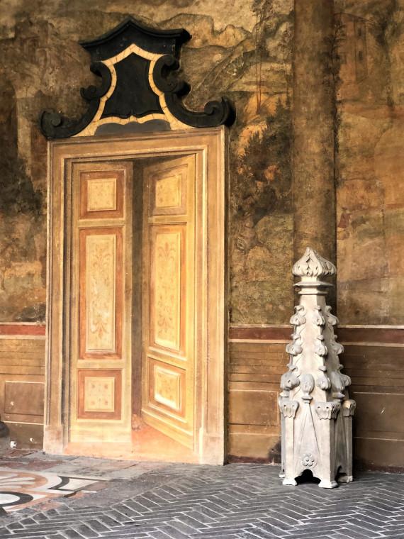 Эта готическая башенка (гулья) — с Миланского Кафедрального Собора, Дуомо.