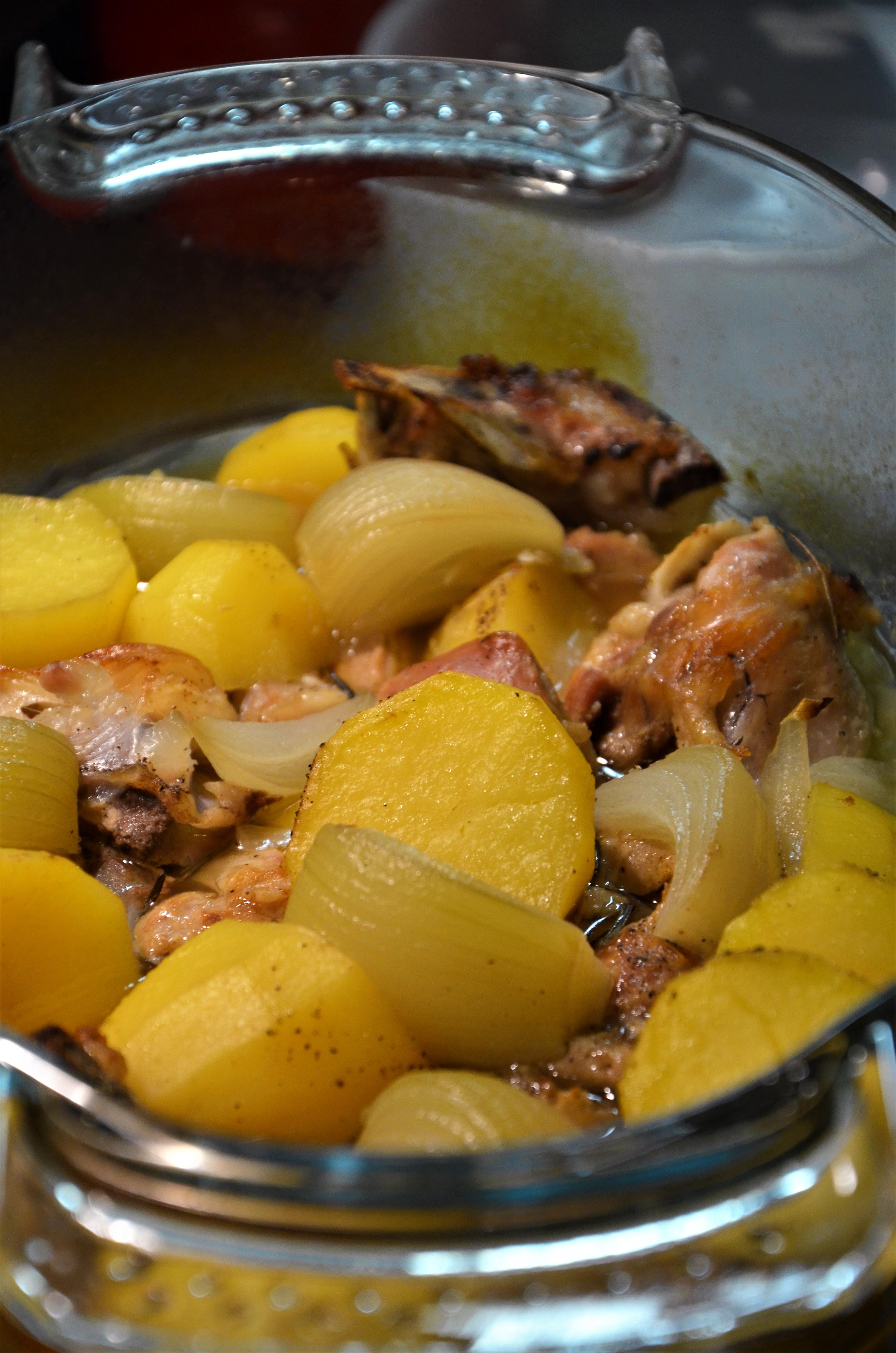 Пасха по-итальянски + рецепт ягнёнка с тимьяном, картофелем и луком