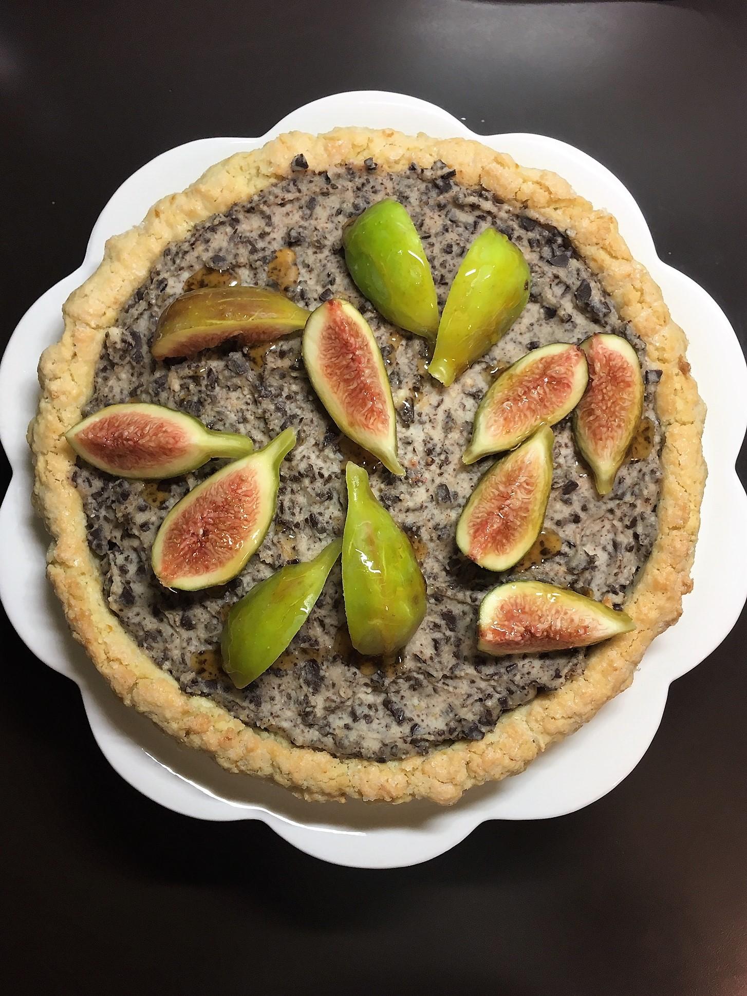 Molto chic: пирог с маскарпоне, инжиром и горьким шоколадом