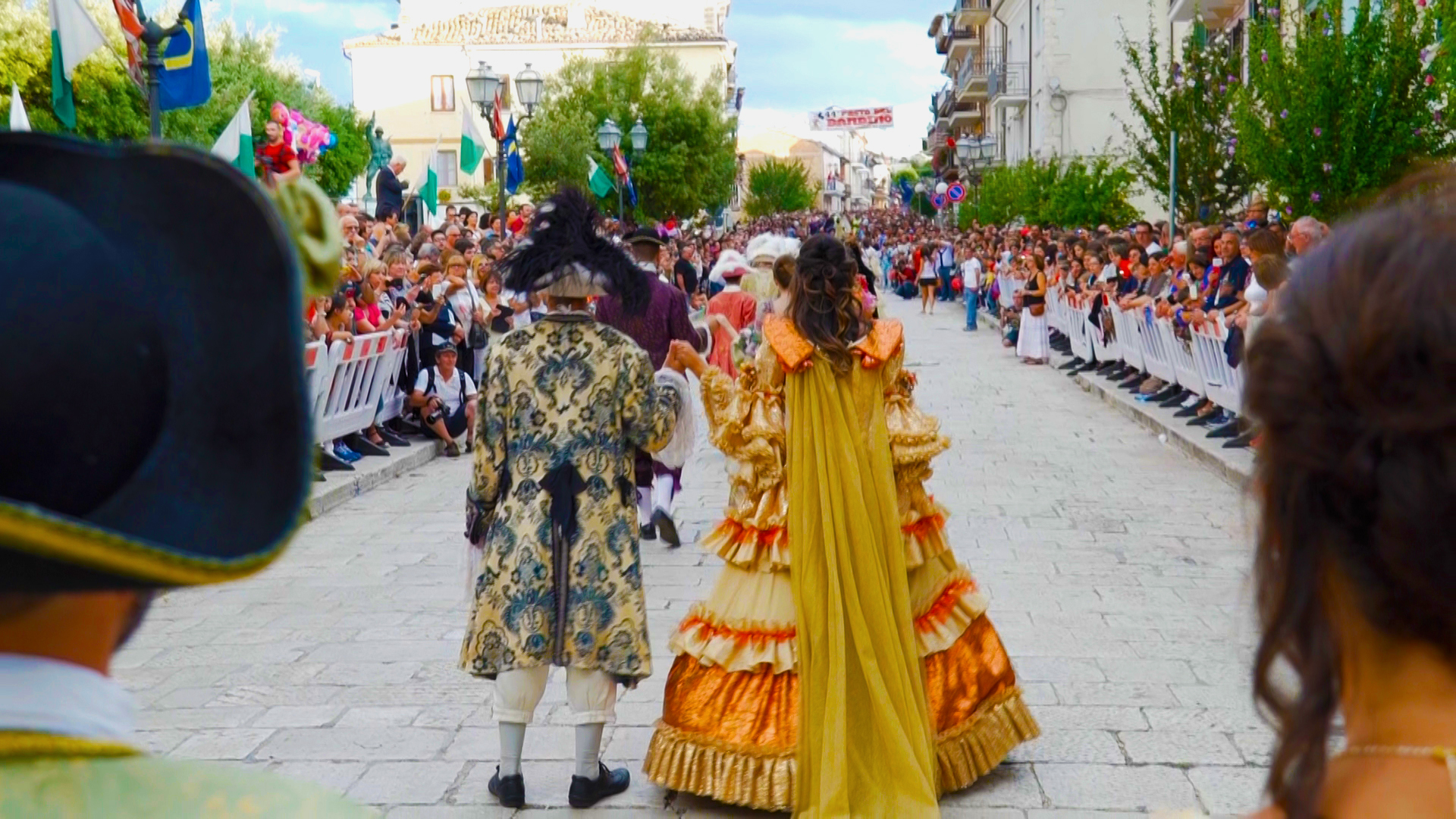 Корона в Италии