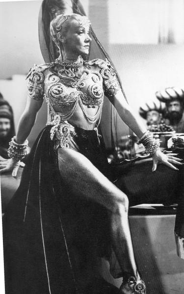 Marlene_Dietrich_1944__Kismet