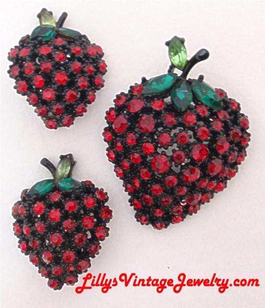 ART_japanned_rhinestones_strawberries_brooch_earrings_set_1