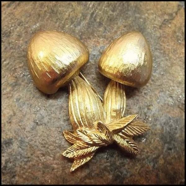 napier-gold-vintage-mushroom-pin-1_i3