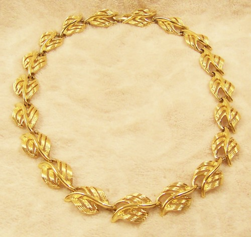 necklace_napier_gold_tone_leaf_design_1988_vintage_costume_jewelry_8e36b7b9