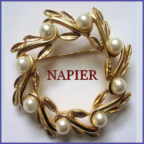 vintage_napier_wreath_brooch_faux_pearl_berries_7e59a432