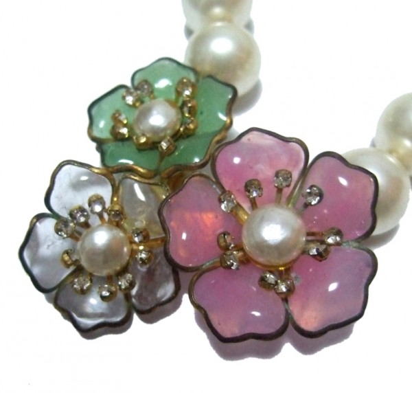 chanel gripoix triple camellia necklace 4