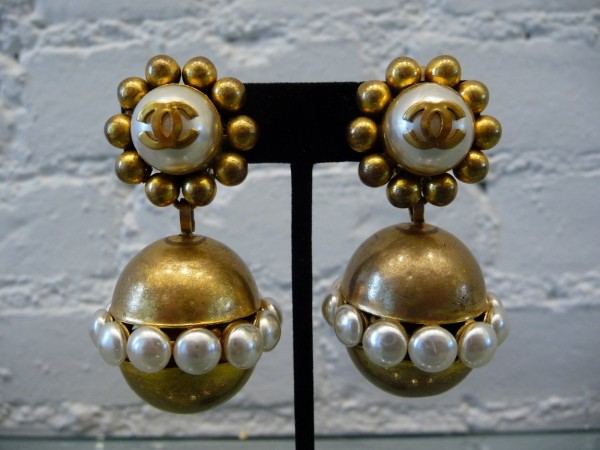 chanel-one-of-a-kind-runway-earrings-with-gold-pearl-balls-c-80s
