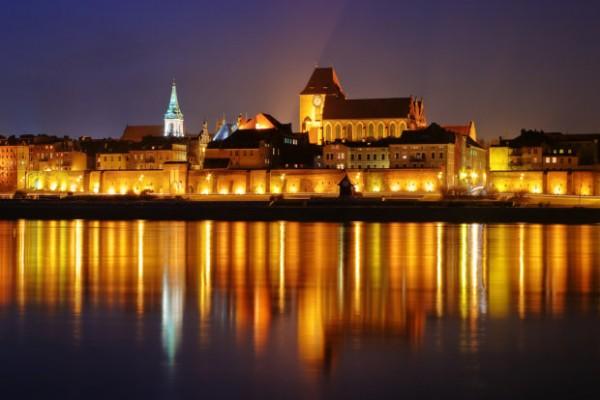 z11597061Q,Torun-at-night---Shutterstock