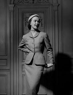 model-wearing-spring-suit-by-hattie-carnegie-1951-ny