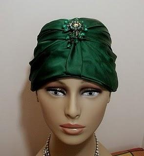 vintage-1950s-emerald-green-satin-turban-with-rhinestone-brooch-hattie-carnegie