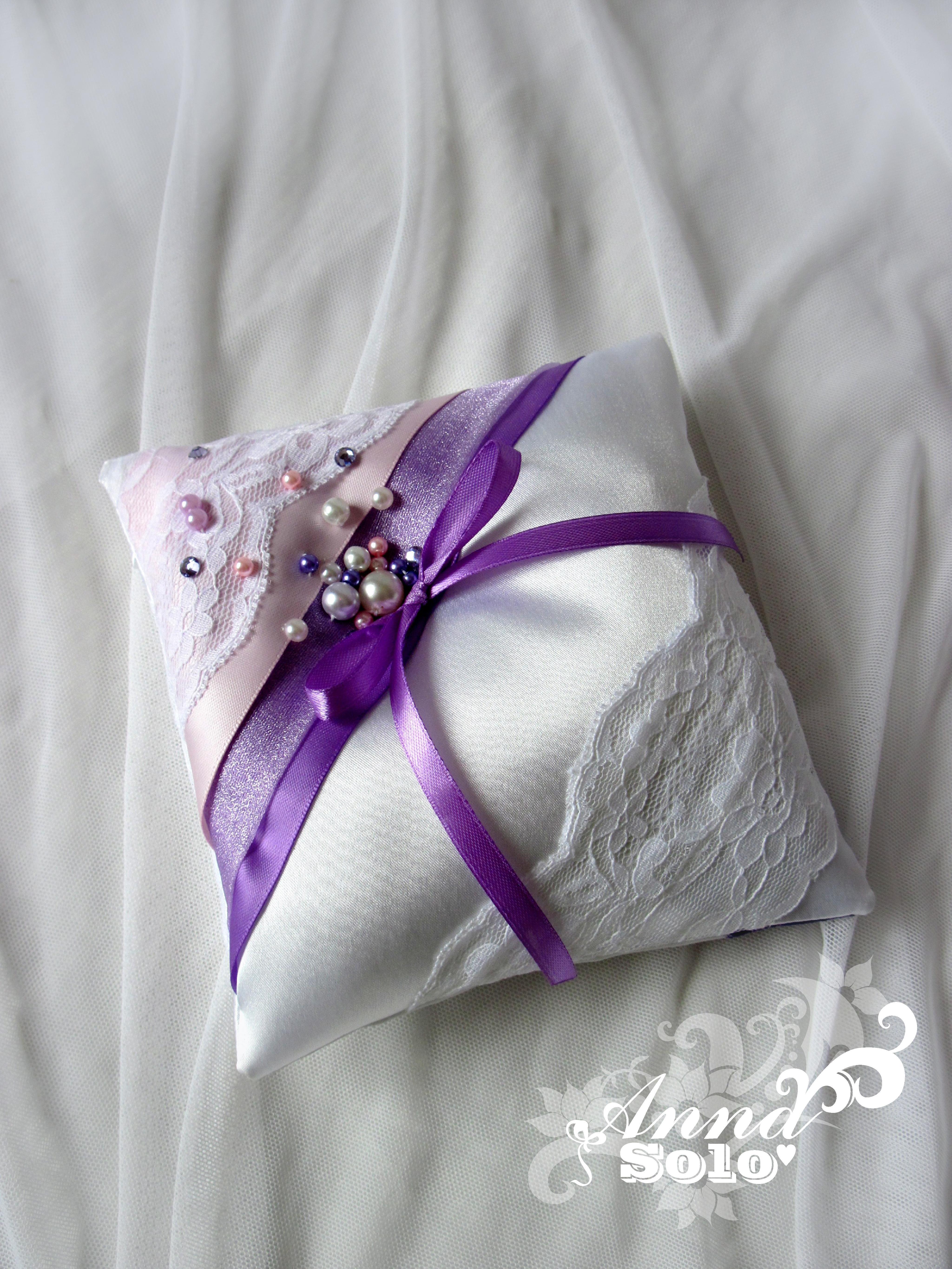 сиренево розовая подушечка