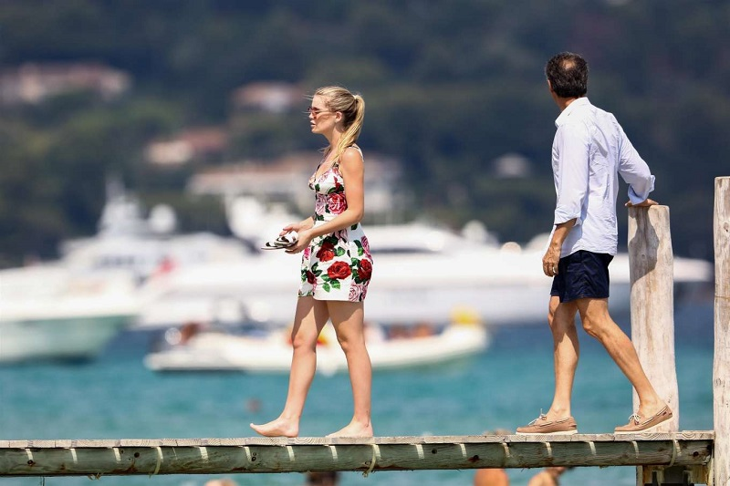 Lady-Kitty-Spencer-and-Michael-Lewis---Spotted-in-St-Tropez-13