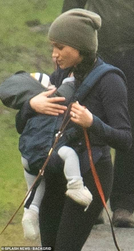 23653724-7909443-Meghan_Markle_took_son_Archie_for_a_walk_in_the_woods_Monday_mor-m-45_1579559335505