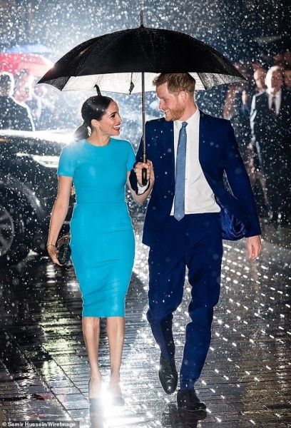 25800300-8097165-The_Duke_and_Duchess_of_Sussex_were_pictured_giving_each_other_t-a-6_1583916894766