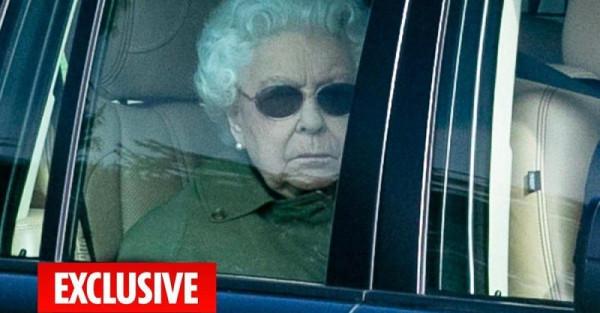 Королева покинула Букингемский дворец ETGrNOwXsAA0Rn_ (1)