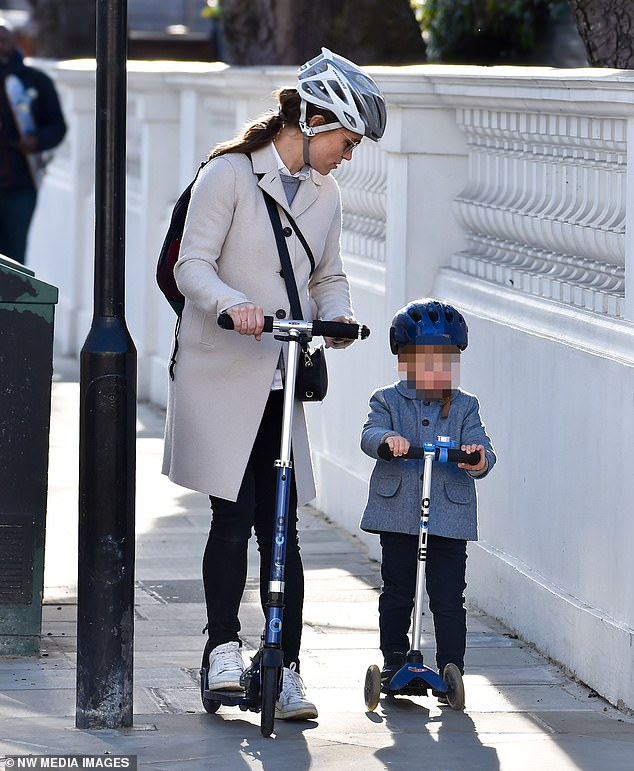 40288220-9345829-Family_affair_Pippa_s_baby_will_be_cousin_to_Prince_George_seven-a-29_1615370751911