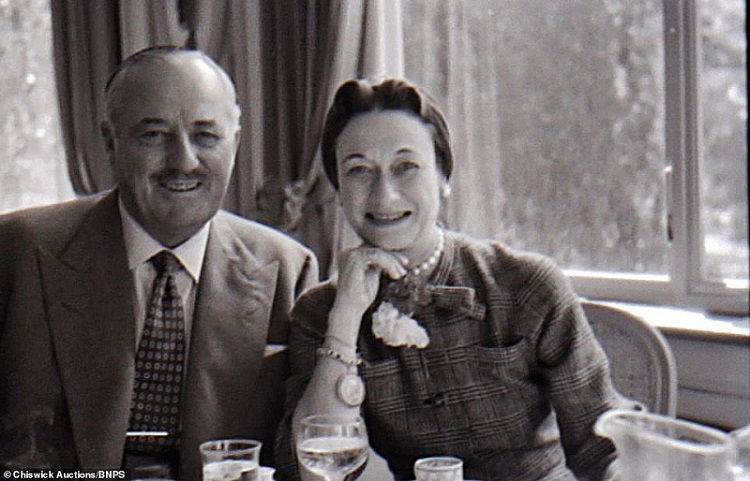 40534532-9367317-Unseen_photos_of_Wallis_Simpson_and_Edward_VIII_relaxing_at_thei-a-1_1615900533129