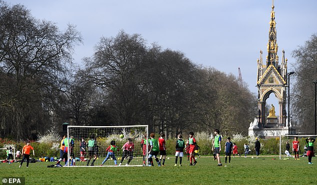 41077740-9413447-People_play_football_in_Hyde_Park_London_after_outdoor_exercise_-a-107_1617046536606