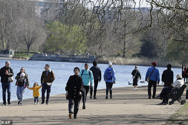 41077742-9413447-Walkers_by_the_Serpentine_in_Hyde_Park_this_morning_on_a_beautif-a-116_1617046536629