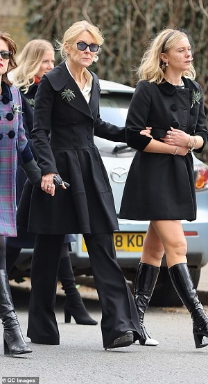 41657784-9462441-Wife_Serena_Marchioness_of_Bute_and_daughter_Lady_Lola_Bute-a-53_1618241250011