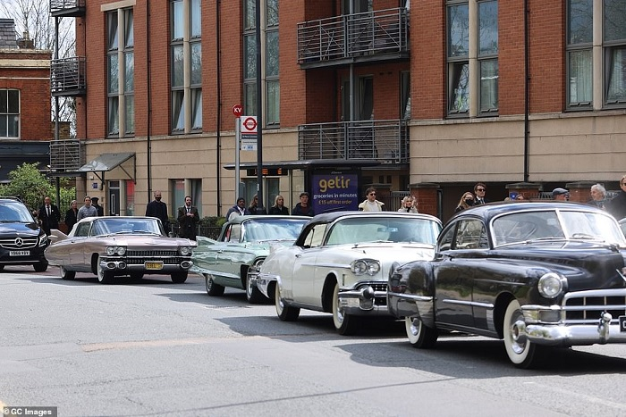 41657792-9462441-Classic_cars_formed_part_of_the_procession_in_recognition_of_his-a-56_1618241250021
