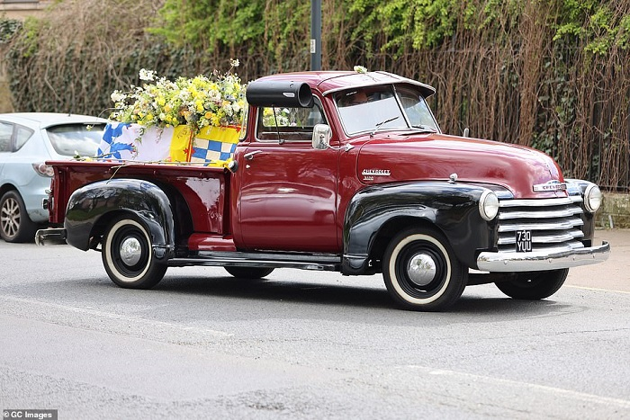 41657786-9462441-Hearse_and_funeral_cars_seen_during_the_procession_at_is_arrives-a-55_1618241250019