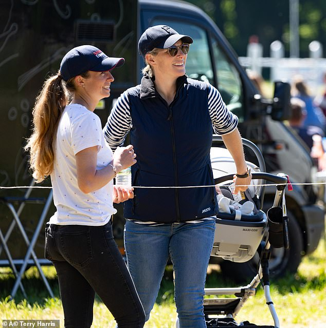 43622211-9634263-Zara_took_the_opportunity_to_catch_up_with_a_fellow_equestrian_a-a-12_1622384040697