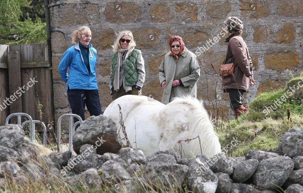 queen-elizabeth-ii-on-the-balmoral-estate-scotland-uk-shutterstock-editorial-9889915l