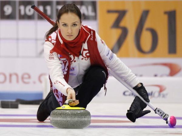 anna-sidorova-musa-russa-do-curling-disputa-o-mundial-da-modalidade-1300982232946_1024x768