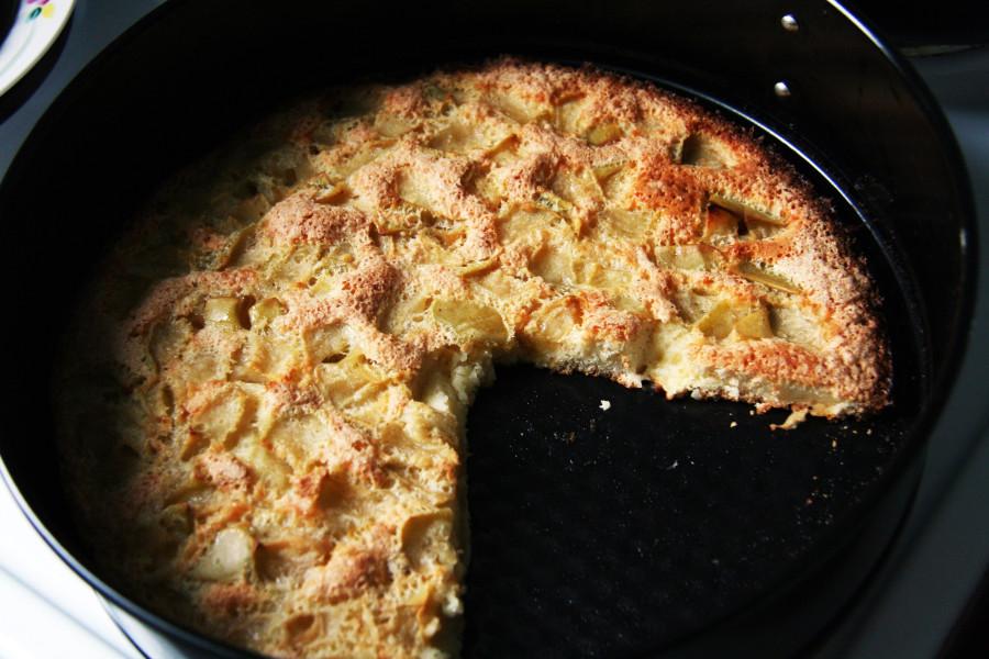 Это отличный яблочный пирог, который можно запросто сделать на сковородке.