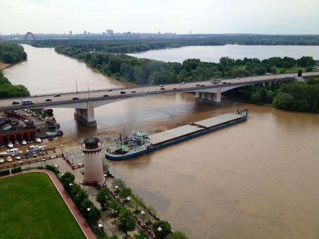 Пробка на Москве-реке_1