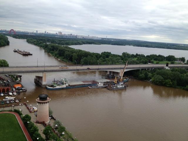 Пробка на Москве-реке_7
