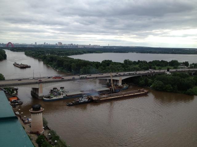 Пробка на Москве-реке_9