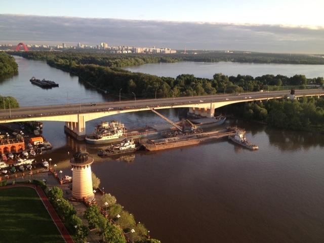Пробка на Москве-реке_10