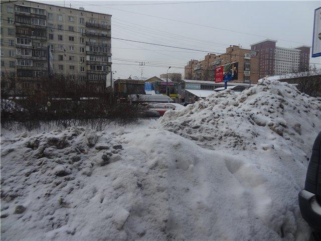Сугробы у м.Октябрьское поле