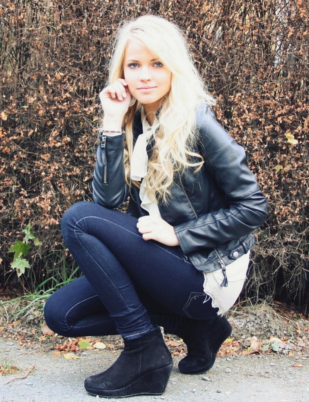 Фотосессия одной и тоже девушки блондинки 16 фотография