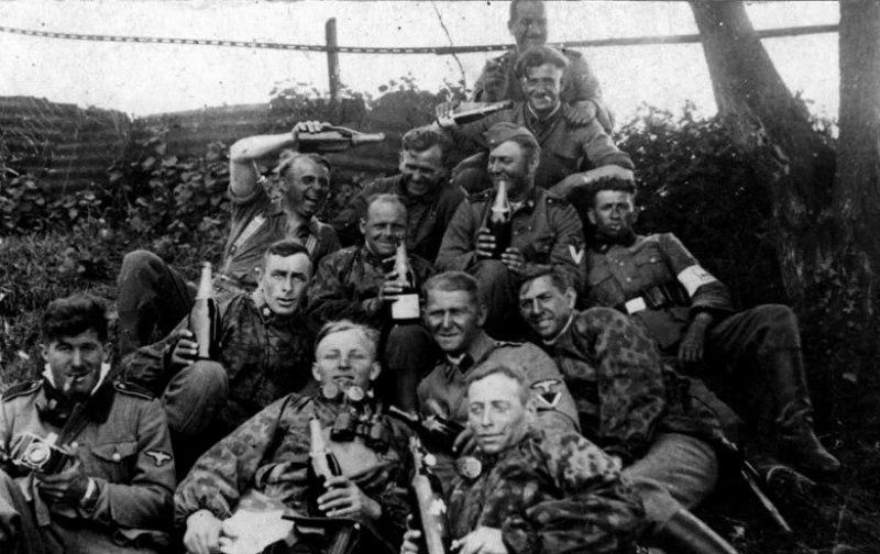 Немецкие солдаты в летнюю кампанию
