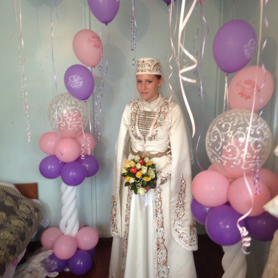 украинка в осетиниском платье