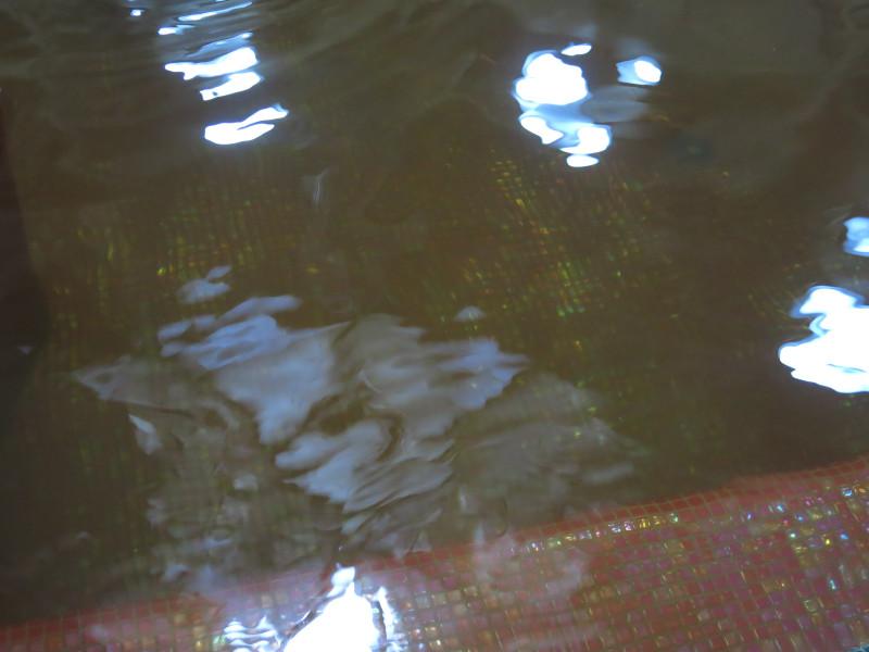 Цвет воды даже передать сложно, а запах будто в гуталине искупался.