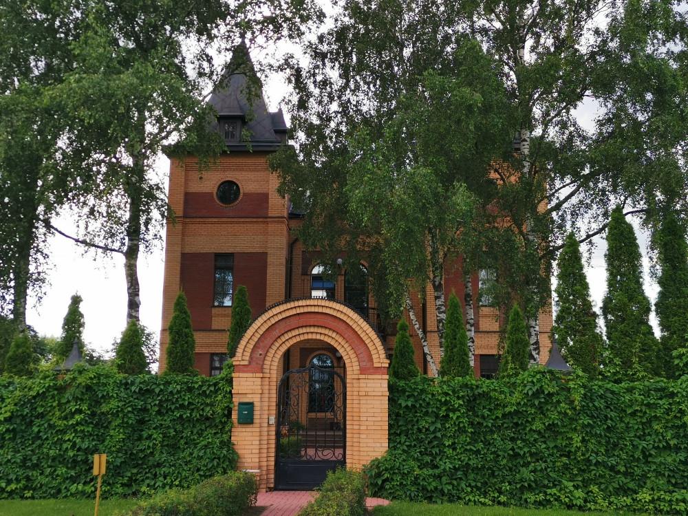 Современный замок