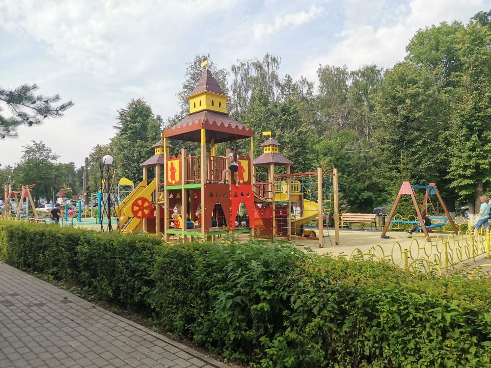 Рядом отличная детская площадка