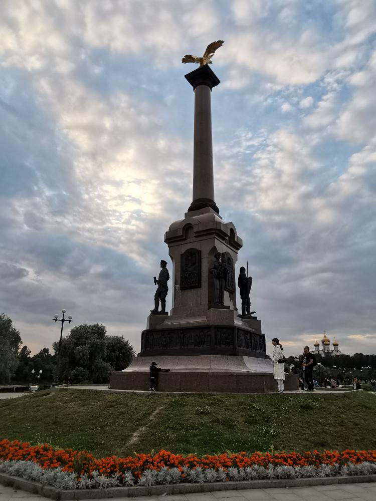 Памятник 1000-летия на Стрелке