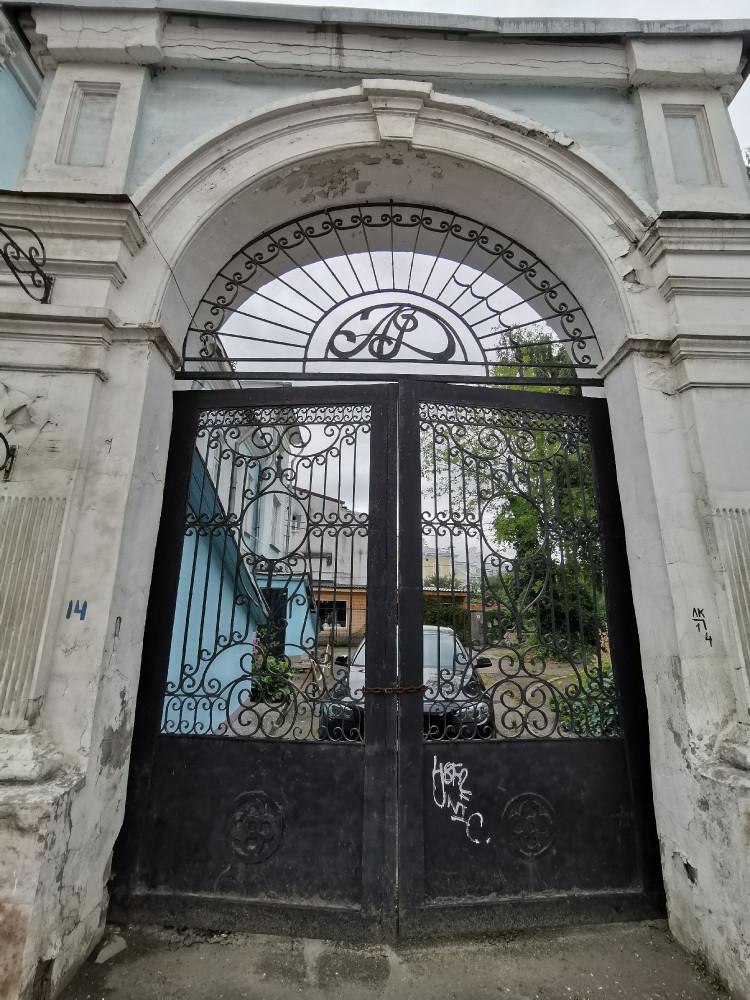 Ворота особняка купцов Лопатиных
