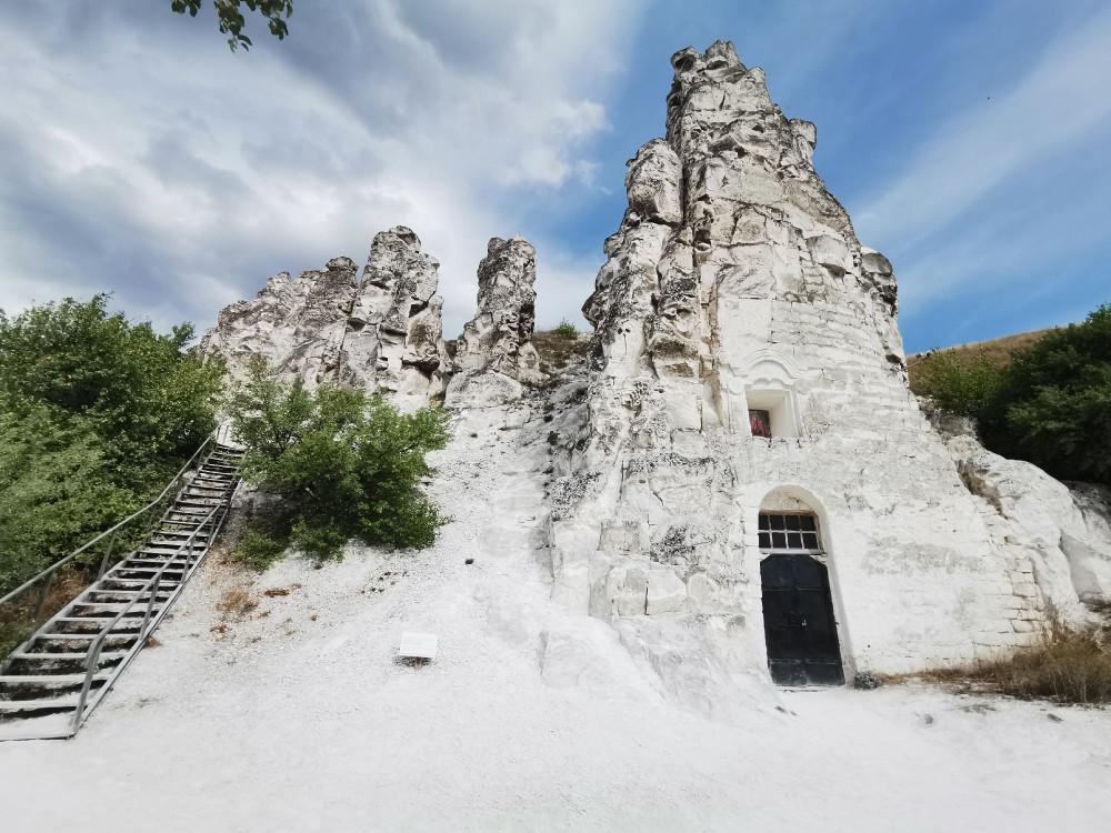 Дивногорье скальный храм