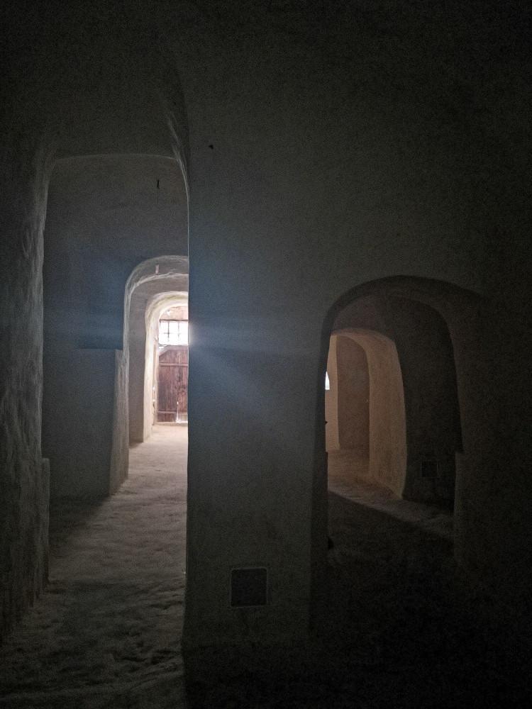 Размеры вырубленной в камне церкви удивляют
