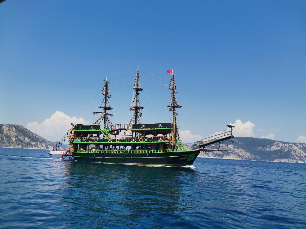 Пиратский корабль Медуза Горгона